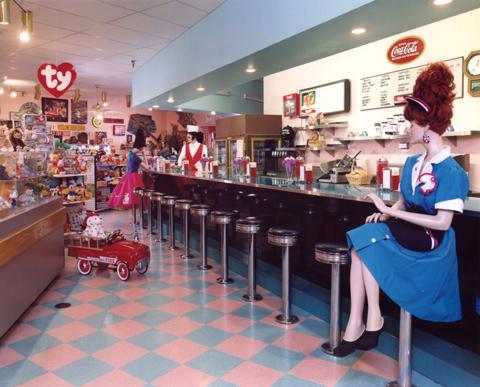 My 50s diner kitchen on Pinterest | 50s diner, 50s diner ...